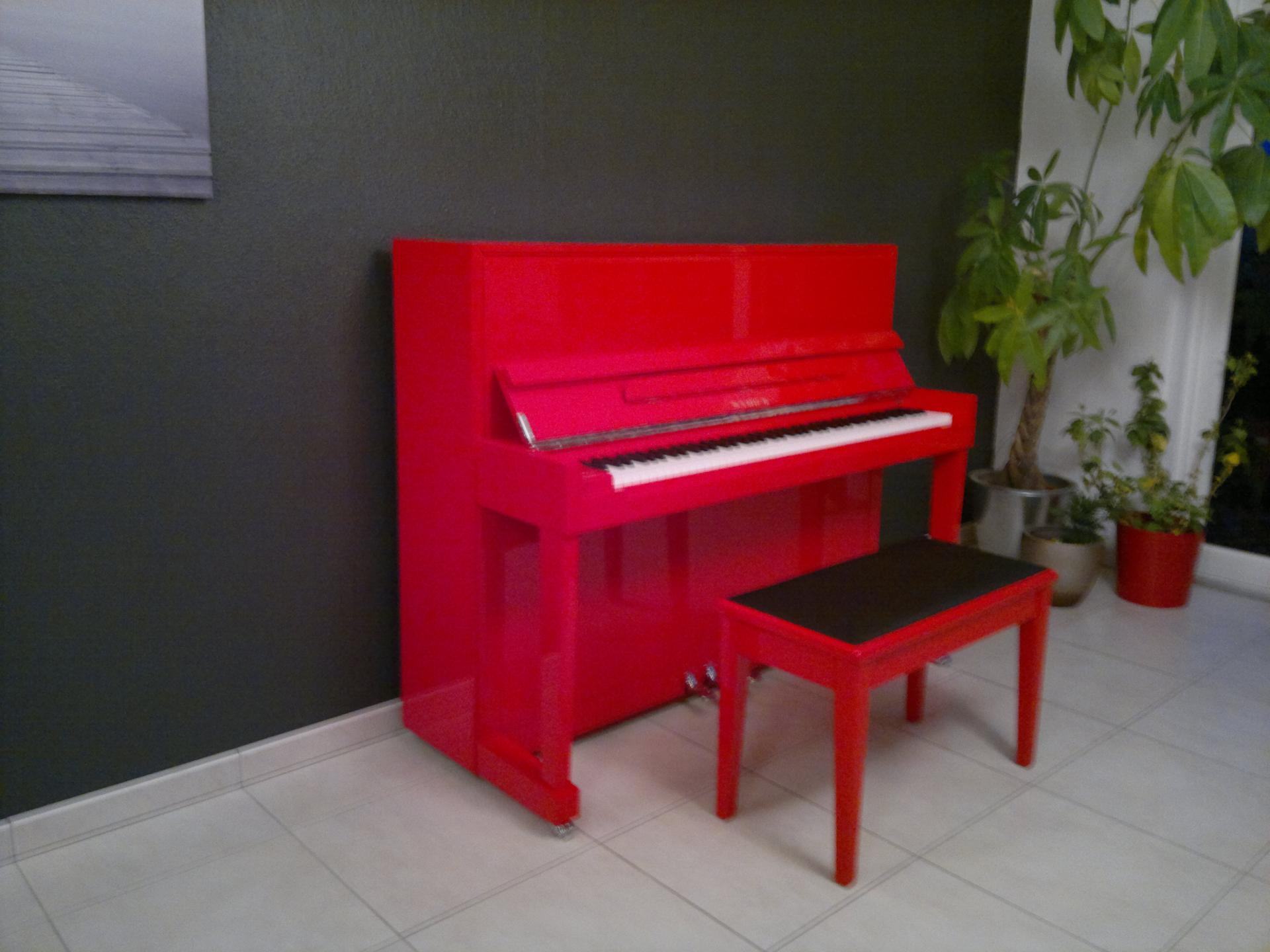 Tabouret piano rouge