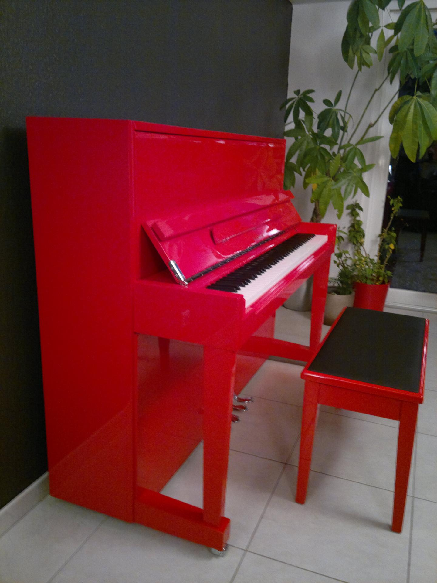 Banquette piano rouge